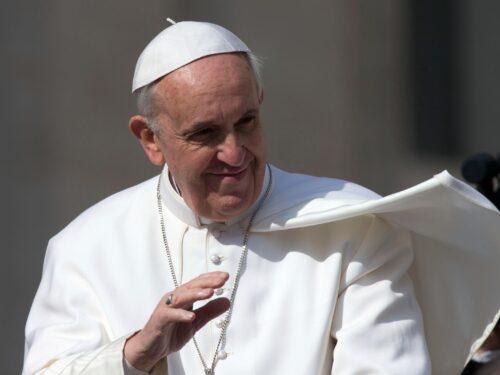 "Il Papa a Napoli. Gli rubano la Papamobile ed esclama ""Kitammuort!"""