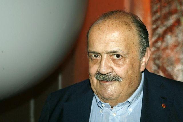 """Maurizio Costanzo controbatte: """"Io il collo ce l'ho ed è anche lungo quanto il mio cazzo""""."""